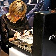 Graviranje v kotičku Steklarne Rogaška (foto: Aleksandra Saša Prelesnik )