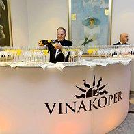 Obiskovalci so na dogodku nazdravili s penino podjetja Vinakoper (foto: Primož Predalič)