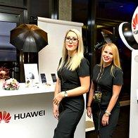 Kotiček Huawei, kjer so se obiskovalci lahko fotografirali za naslovnico Elle (foto: Primož Predalič)