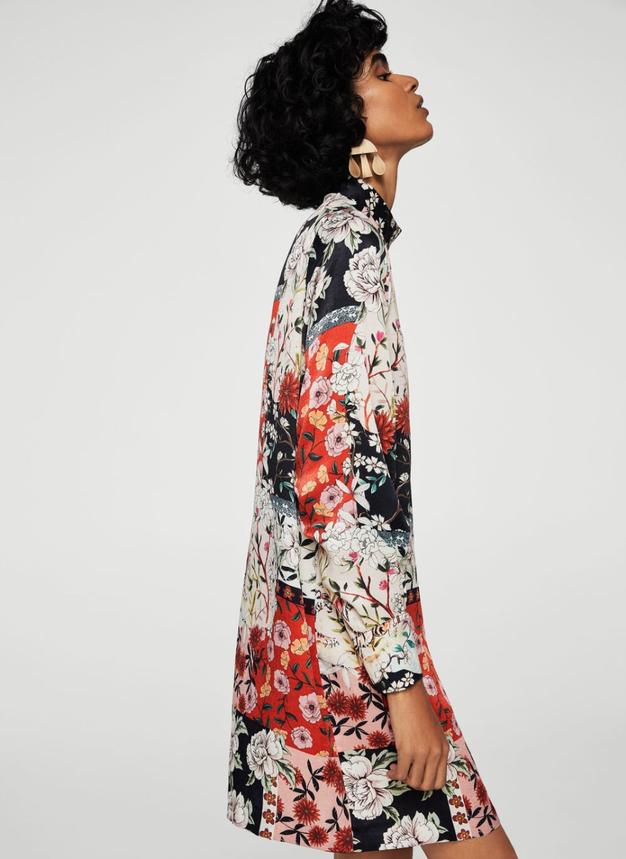 Cvetlično obleko pokombinirajte s podloženim usnjenim plaščem in visokimi oprijetimi škornji.
