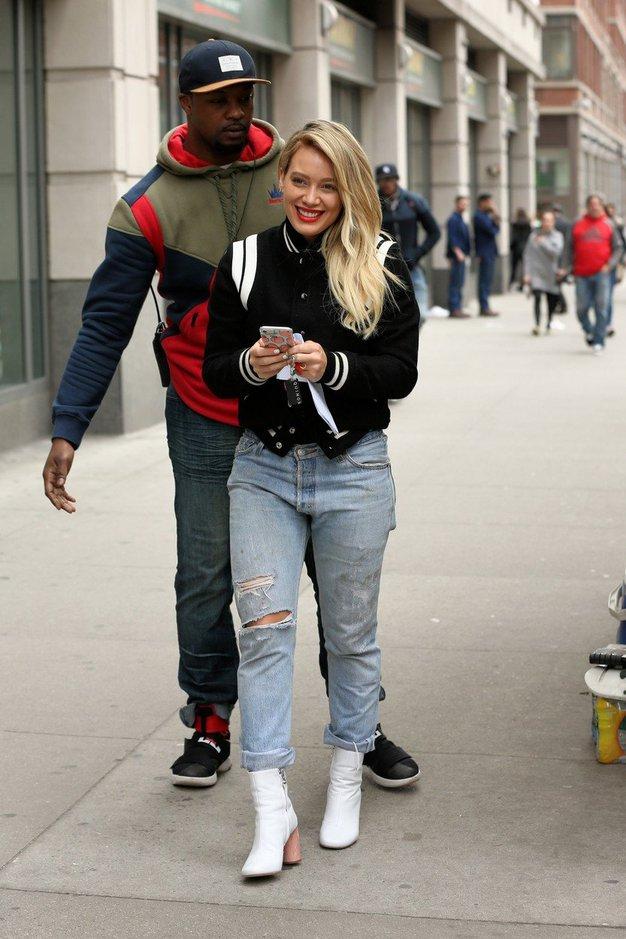 Igralka Hilary Duff jih je pokombinirala z jeansom.