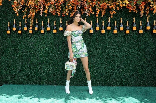 Tako je bele škornje stilirala Kendall Jenner.