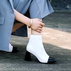 Obožujete bele škornje? Elle dekleta svetujejo, kako jih nositi!