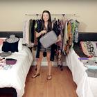 TA ženska je v kovček za ročno prtljago zložila več kot 100 kosov garderobe. Poglejte, kako ji je USPELO!