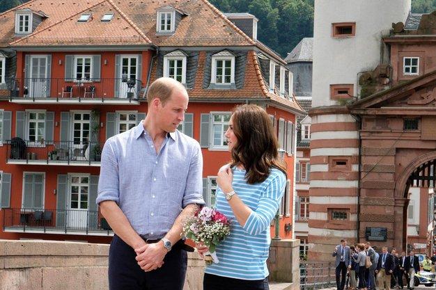 William in Kate sta nas očarala med svojim obiskom nemške vasice Heidelberg, pa tudi ...