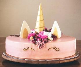 Našli smo Slovenko, ki peče sanjske torte (dobesedno!)