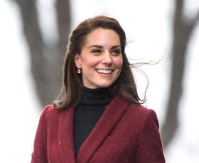 Ste opazili, da Kate Middleton nikoli ne sleče plašča v javnosti? TO je odgovor, zakaj!