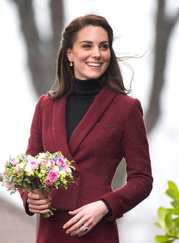 Ste opazili, da Kate Middleton nikoli ne sleče plašča v javnosti? TO je odgovor, zakaj! - Foto: profimedia