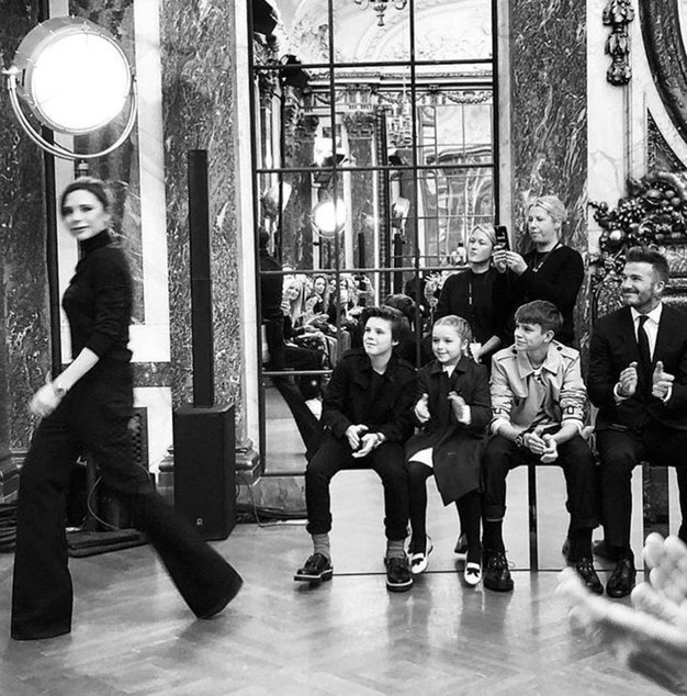 To je zagotovo najbolj prikupen prizor z newyorškega tedna mode (in krivi so Beckhamovi!) - Foto: Profimedia