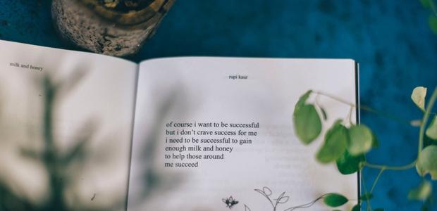 Našle smo poezijo, ki ozdravi še tako strto srce!