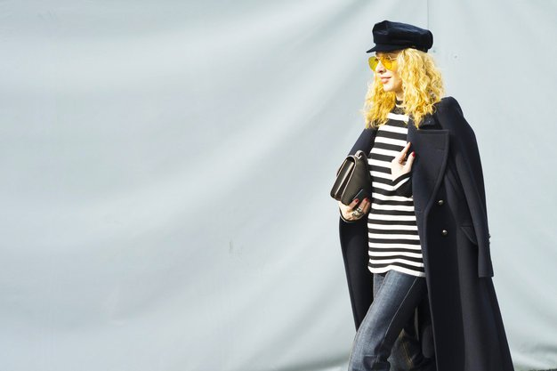 Džins je med pariškim tednom mode napovedal svojo veliko vrnitev, in to ne le na modni pisti, ampak ...