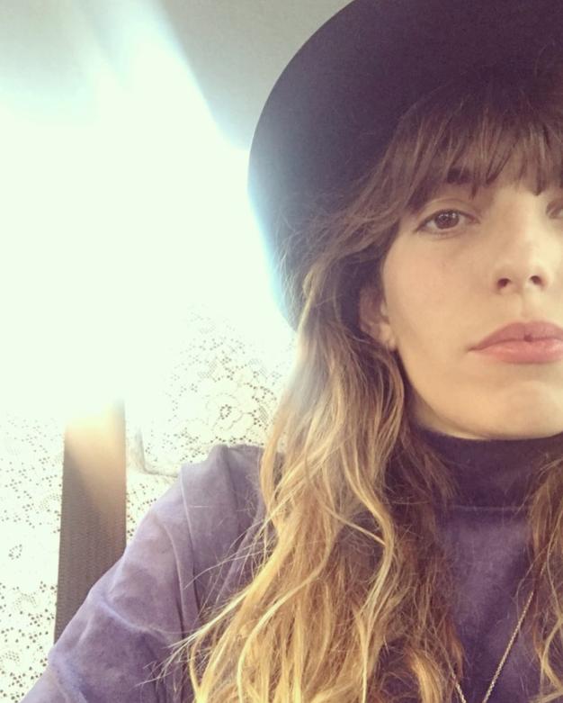 Če ne veste, kako nositi puli, lahko poskusite ... - Foto: Instagram.com / @ loudoillon