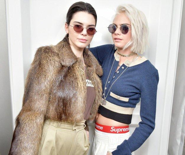Če obožujete VELIKE torbice, pozor! Ta trend je najprej osvojila Kendall Jenner, nato pa še vse druge! - Foto: Profimedia