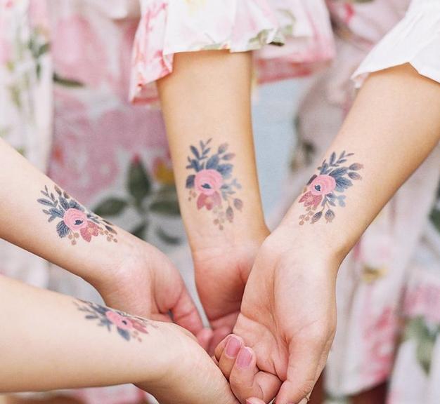 Odišavljeni začasni tatuji so najbolj priljubljen lepotni trend ta hip! - Foto: Instagram.com / Tattly