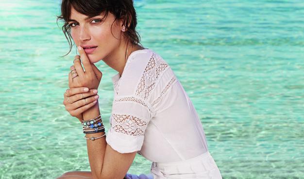 Modna zapoved te sezone je veliko nakita, nosite pa ga lahko ... - Foto: Pandora promocijsko sporočilo