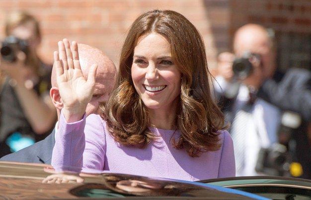 TO naj bi bil trik, ki Kate Middleton cel dan pomaga ostati v petkah! - Foto: Profimedia