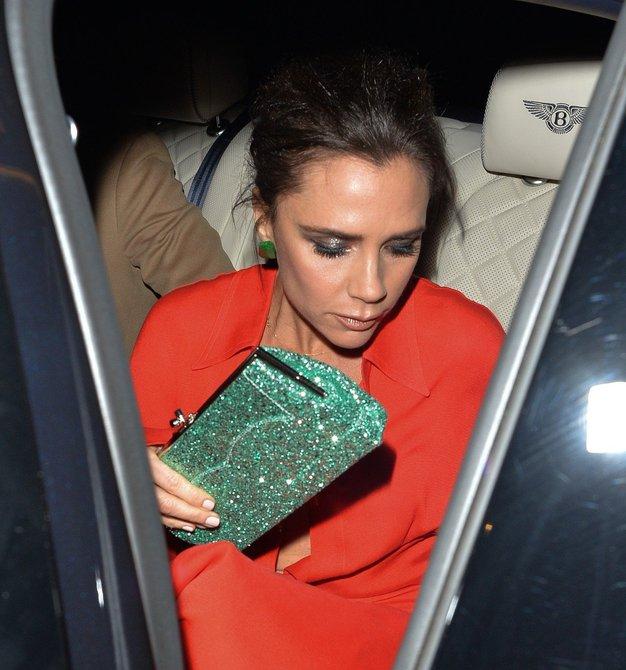 Victoria Beckham je trend združila z bleščicami, Bella Hadid pa ...