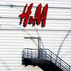 H&M je razkril oblikovalca nove omejene kolekcije in tu so že prvi kosi!