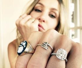 Na katerem prstu nosite prstan? Preverite, kaj to razkriva o vaši osebnosti!