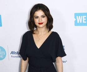 Selena Gomez je obrila svoje lase in zdaj izgleda tako ...