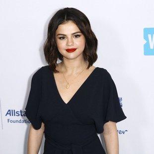 Selena Gomez je obrila svoje lase, in zdaj izgleda tako ...