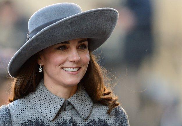 TE čevlje je navdihnila kraljeva družina in zdaj gredo kot za med! - Foto: Profimedia