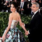 Met Gala: Ste videli spodnji del obleke Amal Clooney?