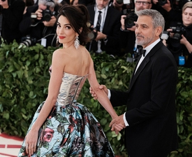 V pričakovanju Met Gale: Se spomnite dih jemajoče obleke Amal Clooney?