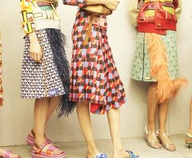 4 modni trendi, na katere prisegajo pri Pradi (+ lotite se jih tudi vi!)