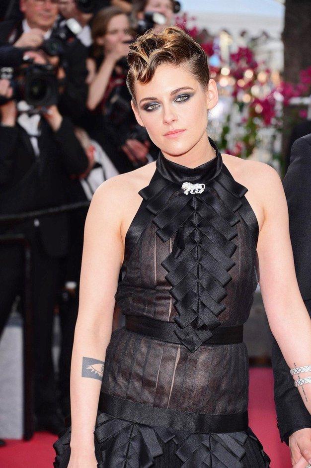 O tej pričeski Kristen Stewart te dni govori vsa modna javnost! - Foto: Profimedia