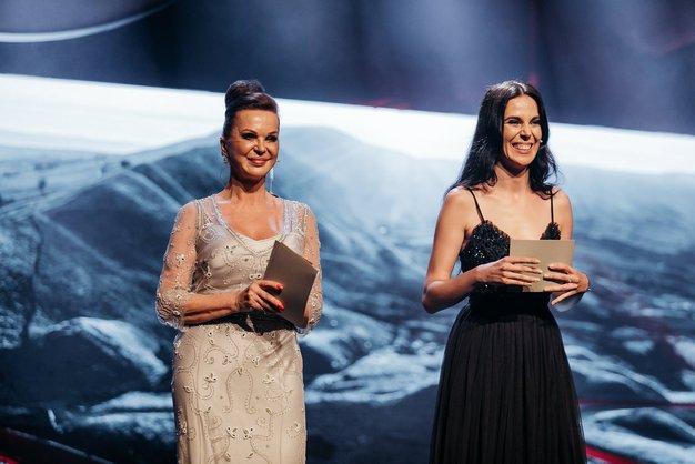 Dogodek sta prvič v tandemu povezovali mama in hči; Miša Molk in Ula Furlan.