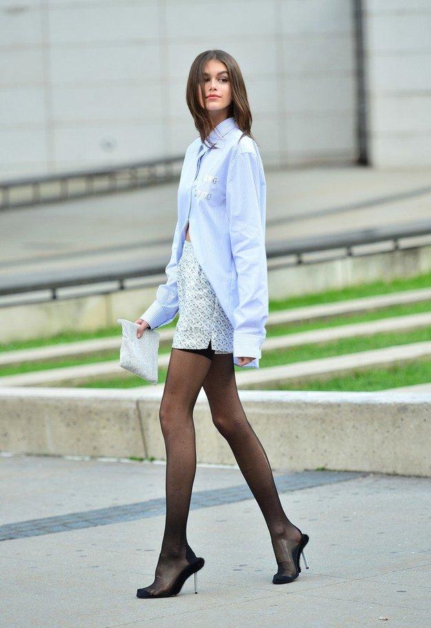 Poglejte, kako je Kaia Gerber kombinirala kratke hlače! - Foto: Profimedia