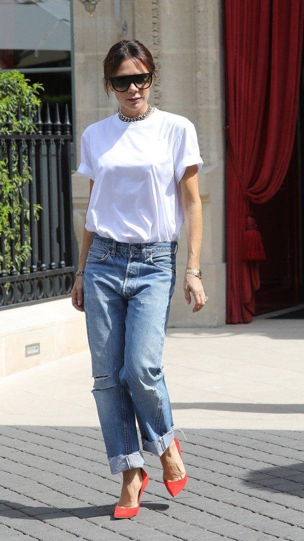 So 'boyfriend' hlače nazaj? Ja, če jih nosite kot Victoria Beckham! - Foto: Profimedia