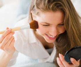 3 make-up triki, ki vas bodo v trenutku pomladili!