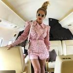 Vse se je začelo, ko so paparaci v Berlinu ujeli slavno družinico in jih pospremili vse do letališča. No, tam je Beyonce sicer posnela svojo fotografijo, in jo pred letom objavila na Instagramu. Potem pa ... (foto: Profimedia)