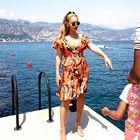 Beyonce je na spletu objavila tudi fotografijo v oranžni kreaciji in sproščeno fotografijo ... (foto: Profimedia)
