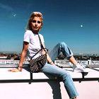 To je torbica iz preteklosti, ki je zdaj popolnoma obnorela Instagram