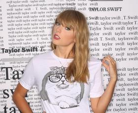 Novo obdobje džinsa: Kombinirale ga bomo kot Taylor Swift!