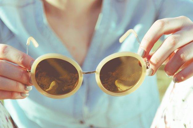 TRIK: Okulisti razkrivajo preprost način, kakoučinkovito očistiti stekla očal - Foto: Unsplash.com/Katarzyna Kos