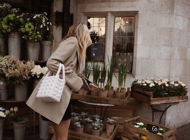 TO je torbica, ki bo vašemu jesenskemu stajlingu dodala kanček prestiža! - Foto: Instagram/@camillecharriere