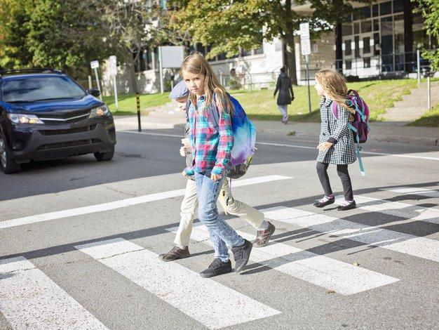 Vedno ustavite na prehodu za pešce