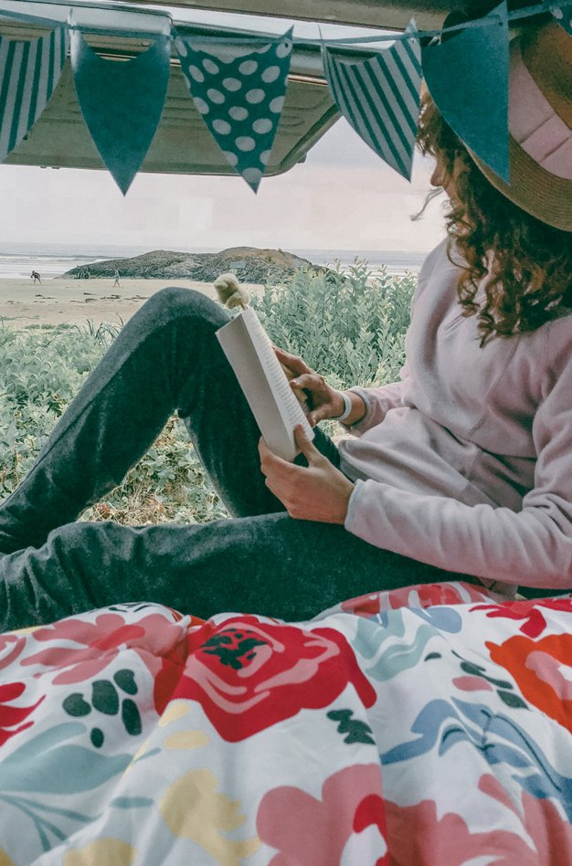 Ker obožujem romantične zgodbe s srečnim koncem, sem se od vsega najbolj veselila knjige ...