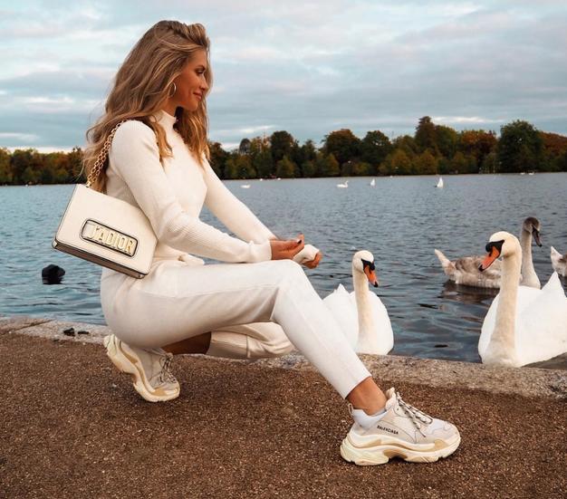 Če so vam všeč 'grde superge' Balenciage, se boste v TE (veliko cenejše!) zaljubile v trenutku - Foto: Instagram.com/majamalnar