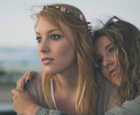 Ženske, rojene v teh 3 znamenjih, najlažje sklepajo prijateljstva