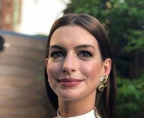 Anne Hathaway nas je presenetila z novo DRZNO barvo las!