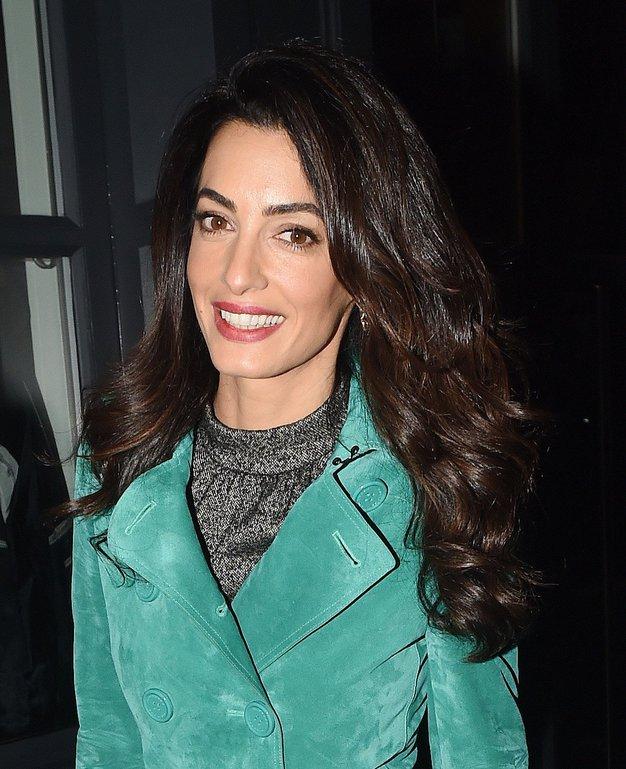 Amal Clooney je oblekla preprost zimski stajling, ki ga naravnost obožujemo! - Foto: Profimedia