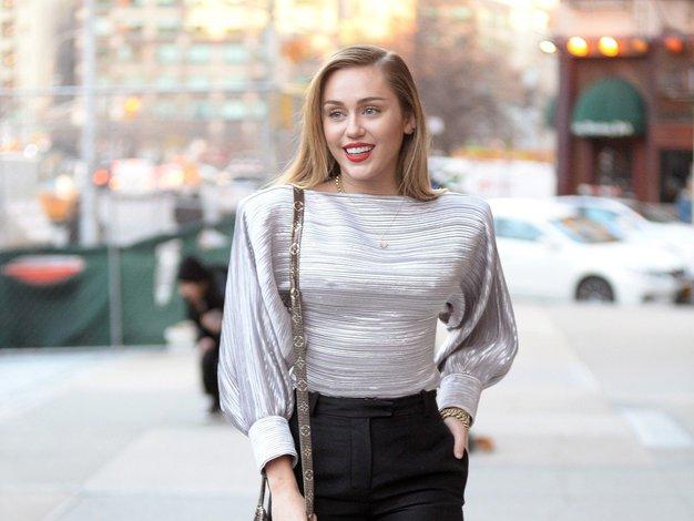 Miley Cyrus je navdih za modno kombiniranje tokrat našla pri Kate Middleton - Foto: Profimedia