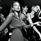 Ta modna kampanja nas je navdihnila z idejami za novoletni stajling