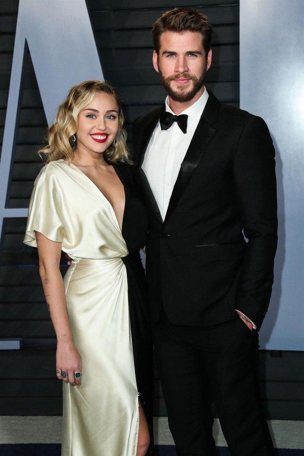 Tukaj so prve fotografije s poroke Miley Cyrus in Liama Hemswortha - Foto: Profimedia
