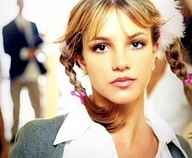 20 let albuma Britney Spears: Se spomnite vseh stajlingov iz videospota ... Baby One More Time?